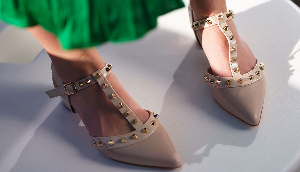 conjuntar zapatos con el bolso